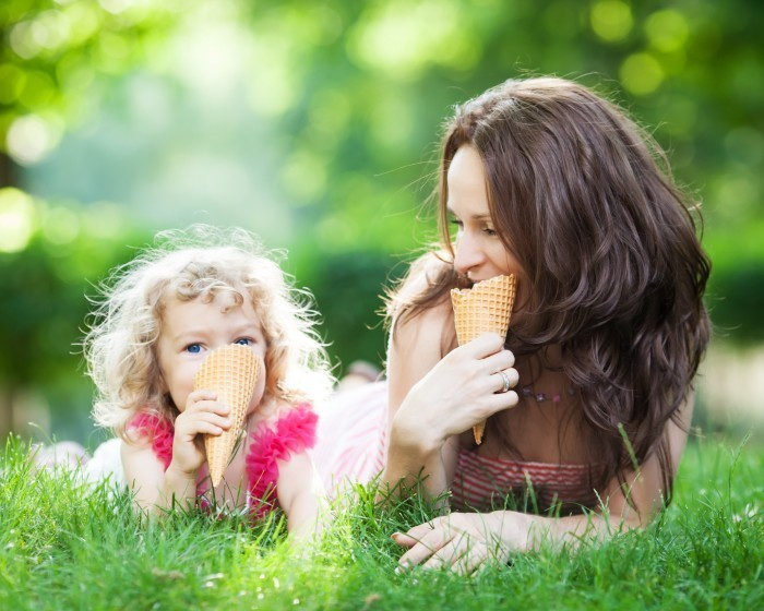 shutterstock 124552855 Мама с дочкой   Mother and daughter