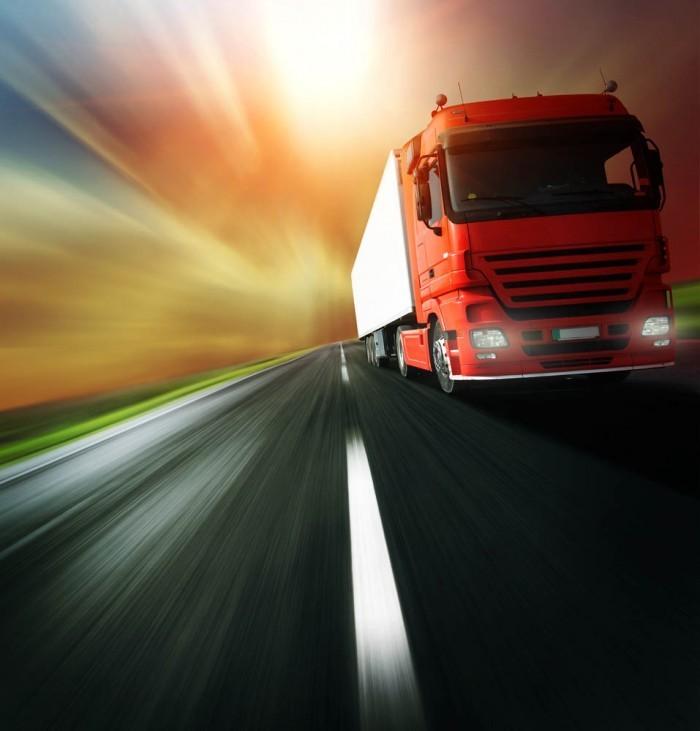 shutterstock 540573522 700x731 Красный грузовик   Red Truck