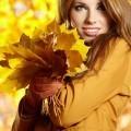 Девушка осенью с листьями в руках - Woman with autumn leaves in hands