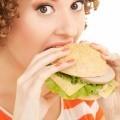 Девушка с гамбургером - Girl with a hamburger
