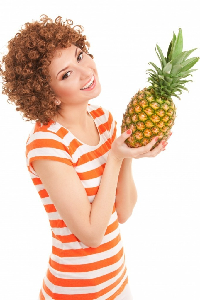firestock woman fruits 10102013 682x1024 Рыжая девушка с ананасом   Red haired girl with pineapple