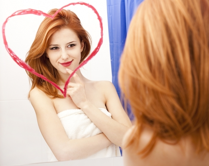 fotolia 37898131 m Рыжая девушка с сердечком   Red haired girl with a heart