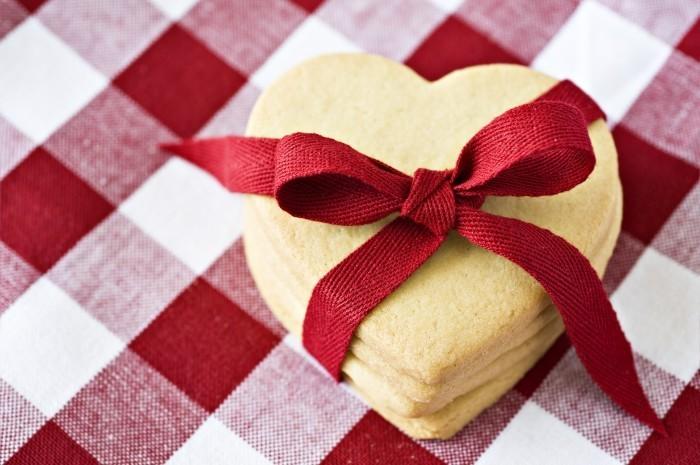 shutterstock 74159461 Коробочка сердечко   Capsule heart