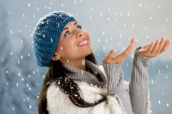 Fotolia 45243220 Subscription XL Девушка в шапке и снег   Girl in hat and snow