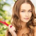 Красивая девушка с расческой - Beautiful girl with a hairbrush