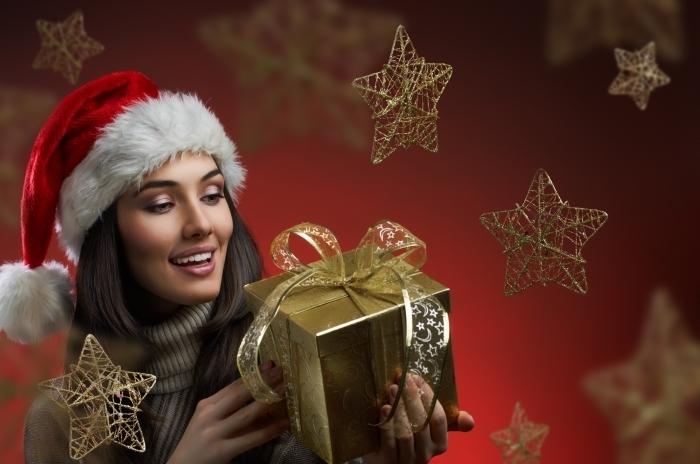 firestock 2711201310 Красивая девушка с подарком и звездочками   Beautiful girl with gift and asterisks