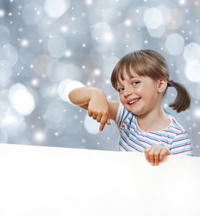 firestock 2711201321 700x758 Маленькая девочка со снежинками   Little girl with snowflakes
