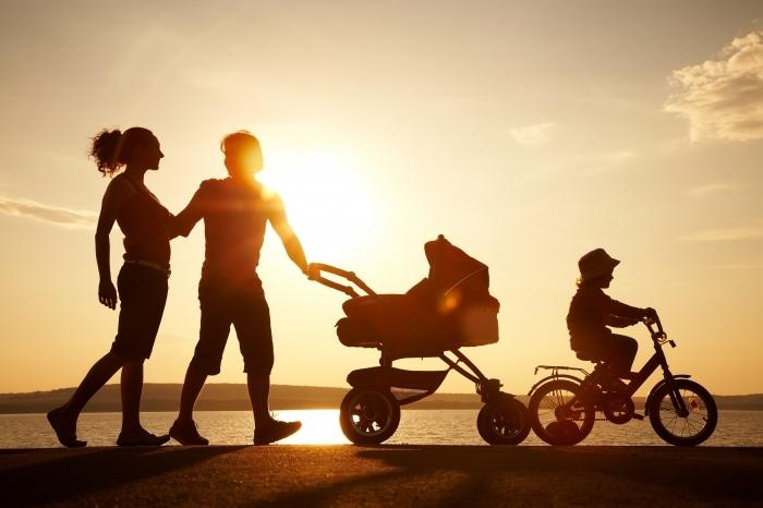 shutterstock 106049021 Семья с коляской   Family with sidecar