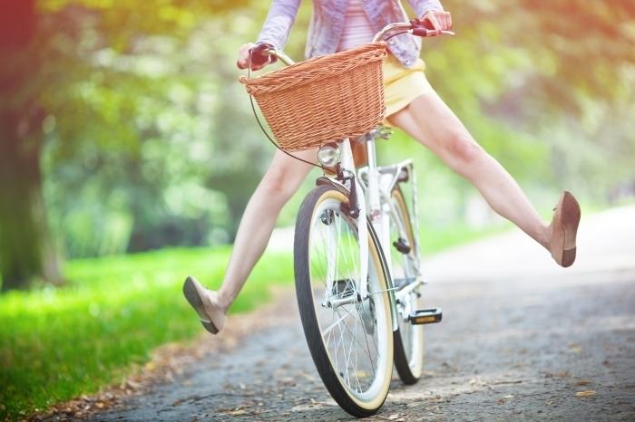 shutterstock 112916848 Велосипед с корзиной   Bicycle with basket