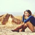 Девушка в сапогах на пляже - Girl in boots on the beach