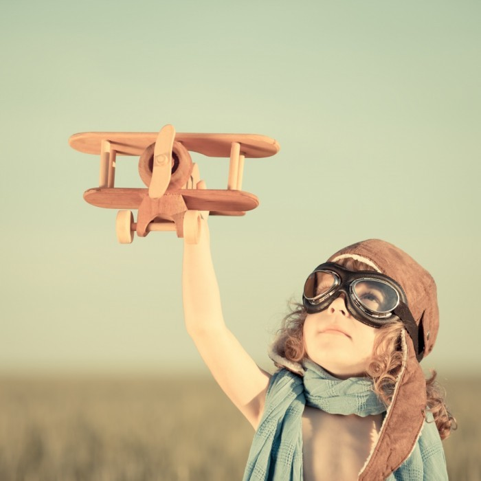shutterstock 139773448 700x700 Девочка с вертолетом   Girl with the helicopter