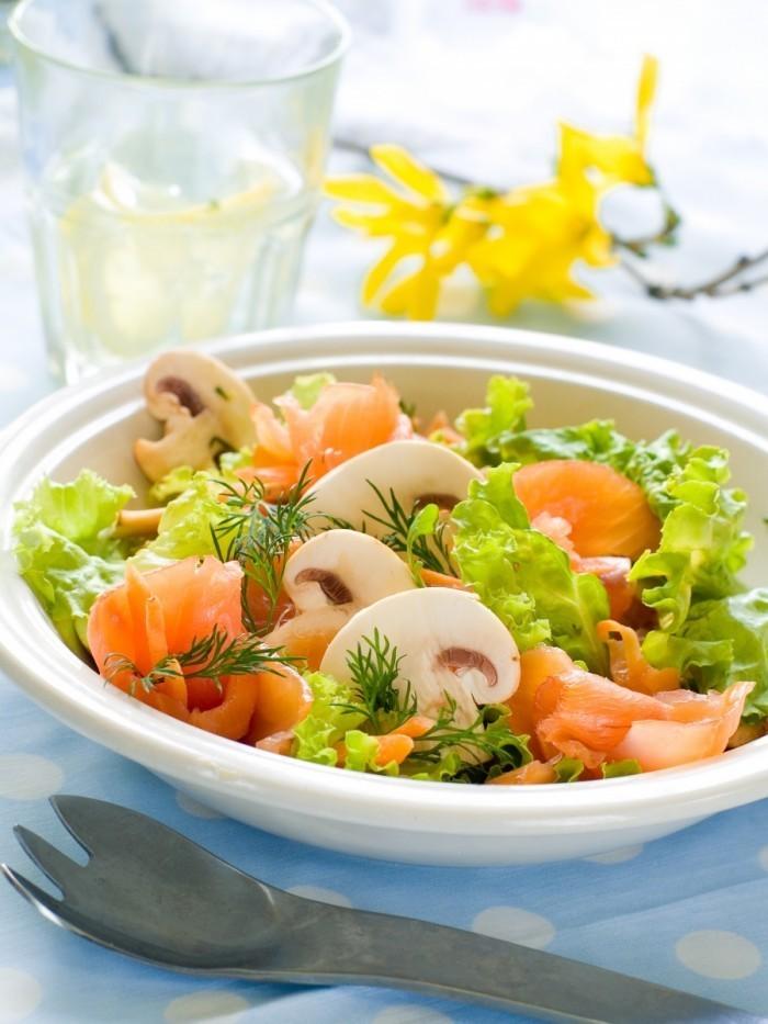 shutterstock 76472650 700x933 Салат   Salad