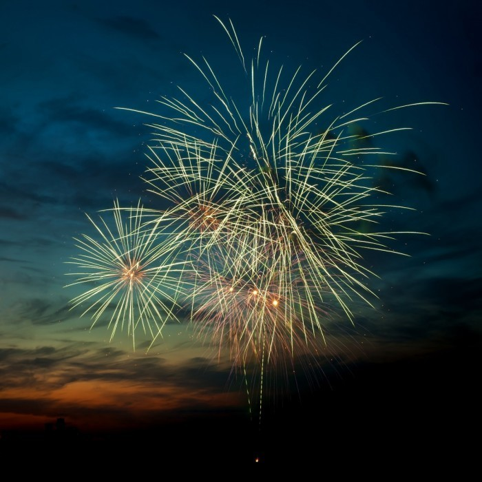 shutterstock 79666759 700x700 Фейерверк в небе   Fireworks in the sky