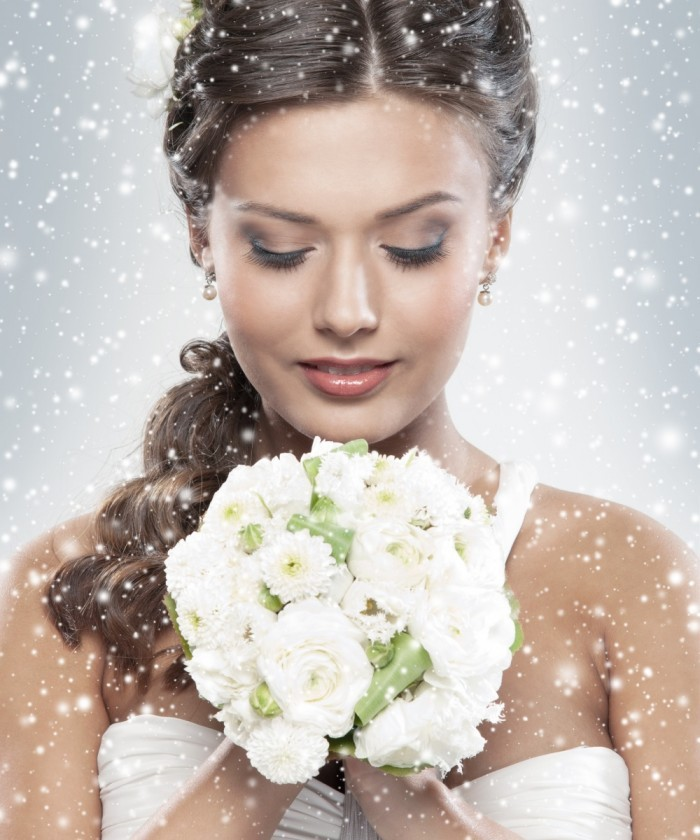Fotolia 46674760 Subscription Monthly XL1 700x840 Невеста с букетиком   Bride with a bouquet