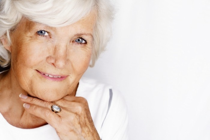 Fotolia 7757626 L 700x466 Пожилая женщина   Mature woman