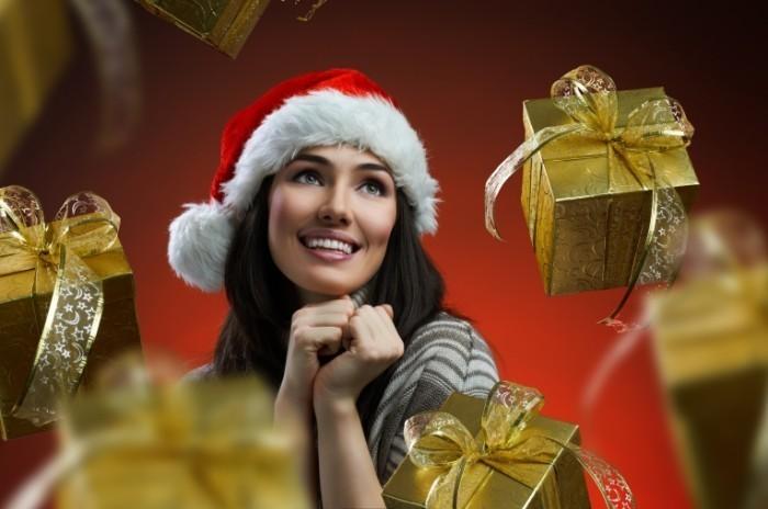 firestock 2711201308 700x464 Девушка с рождественскими подарками   Girl with Christmas presents