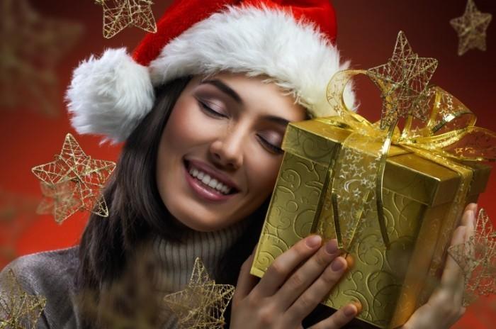 firestock 2711201309 700x464 Девушка с золотистым подарком   Girl with golden gift