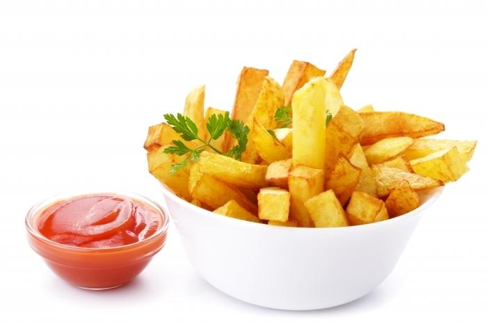 shutterstock 113071462 Жаренный картофель с кетчупом   Chips with ketchup