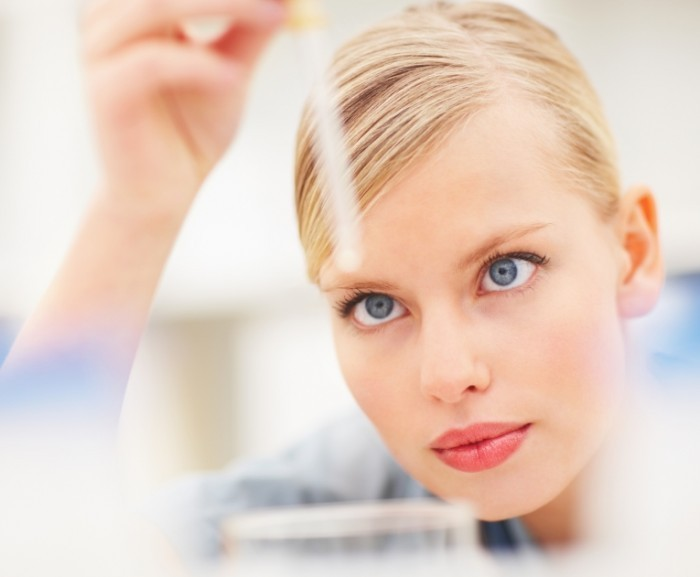shutterstock 24666616 700x577 Девушка с пипеткой   Girl with a pipette
