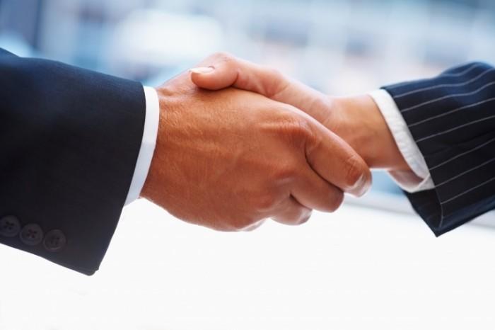 shutterstock 31078921 700x466 Рукопожатие   Handshake