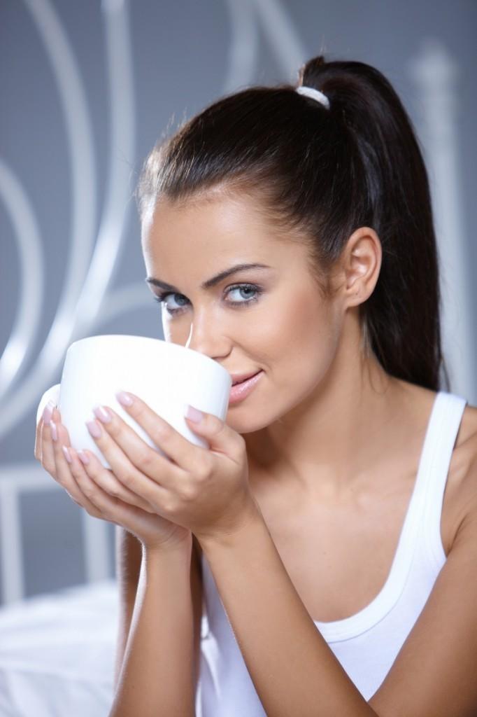 shutterstock 57299128 682x1024 Девушка с кремом   Girl with cream