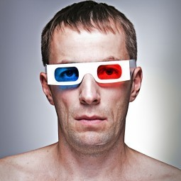 Мужчина в 3D очках - Man in 3D glasses