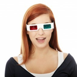 Девушка в 3D очках - Girl in 3D glasses