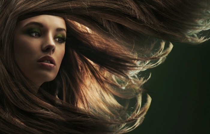shutterstock 63582895 700x446 Волосы на ветру   Hair in the wind