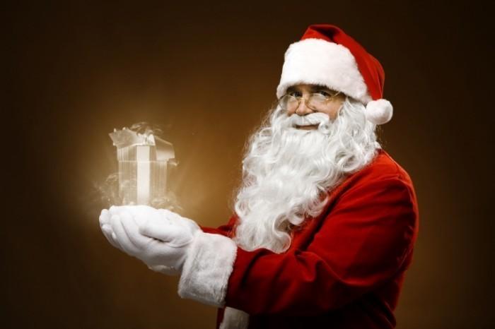 shutterstock 65002663 700x466 Дед мороз с подарком   Santa Claus with gift
