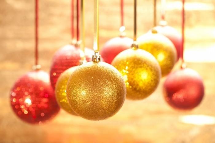 shutterstock 65383141 700x466 Подвешенные шары   Hanging balls
