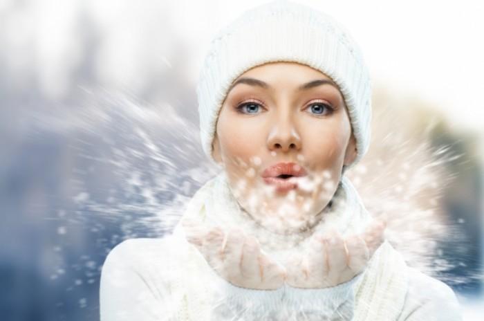 shutterstock 68631868 700x464 Девушка в зимней шапке   Girl in winter hat