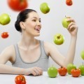 Девушка с яблоками и помидорами - Girl with apples and tomatoes