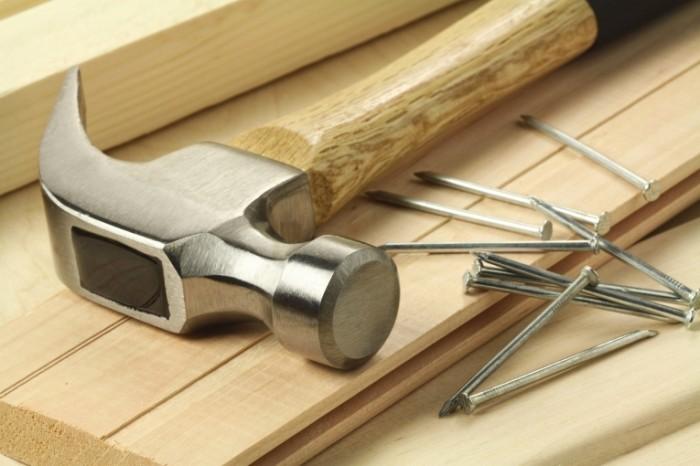 shutterstock 77347582 700x466 Молоток   Hammer