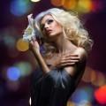 Блондинка с цветком - Blonde with flower
