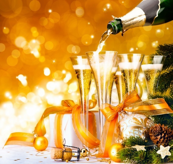 shutterstock 90846200 700x666 Бокалы шампанского   Glasses of champagne