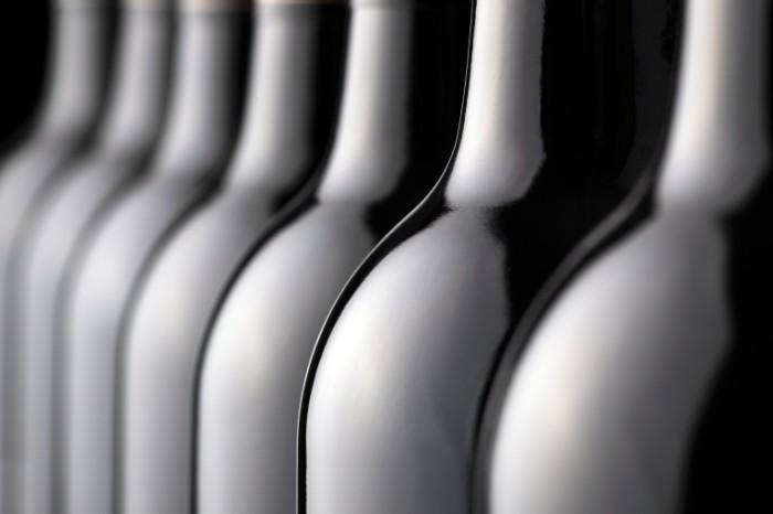photodune 3771893 700x466 Винные бутылки   Wine Bottles