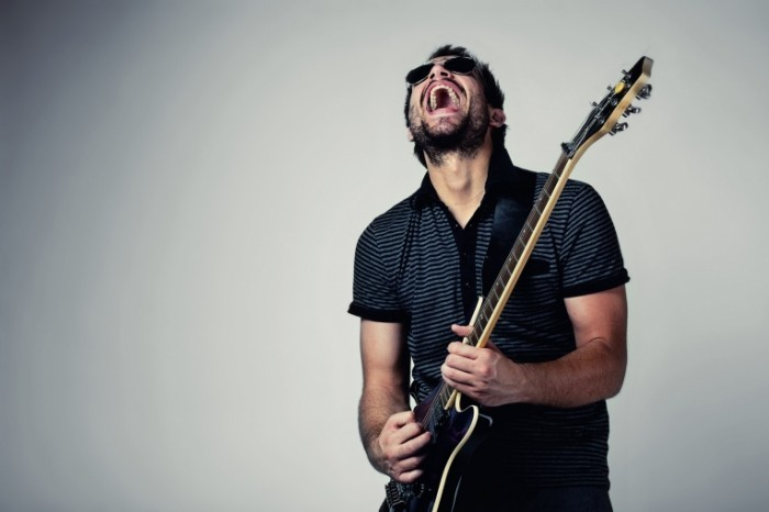 photodune 665271 700x466 Мужчина с гитарой   Man with a Guitar