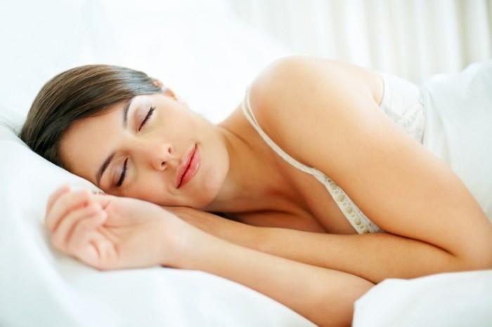 shutterstock 55344784 700x466 Спящая женщина   Sleeping Woman