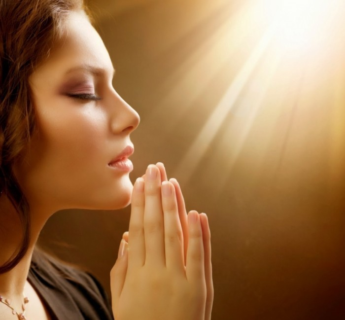photodune 1158900 700x649 Молящаяся женщина   Praying Woman