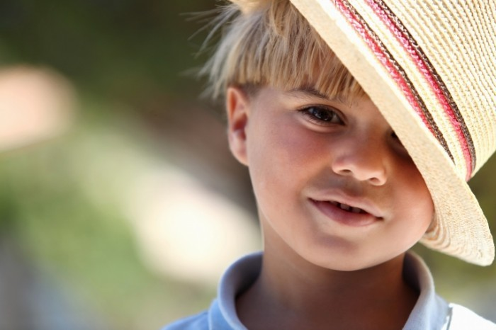 photodune 1705551 700x466 Мальчик в соломенной шляпе   Boy in a straw hat