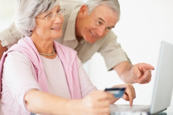 photodune 208997 700x466 Пожилая пара за ноутбуком   Elderly couple at a laptop
