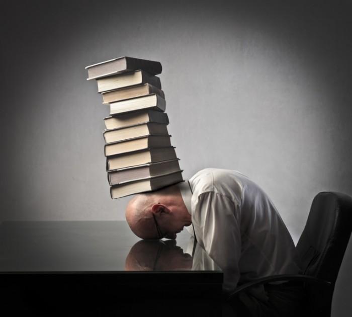 photodune 3325527 700x630 Книги на голове у мужчины   Books on the head of a man