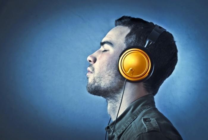 photodune 3422623 700x471 Парень в наушниках   Man in headphones