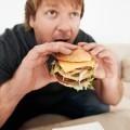 Мужчина с гамбургером - Man with a hamburger