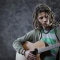 Парень с гитарой в руках - Guy with a guitar in his hands