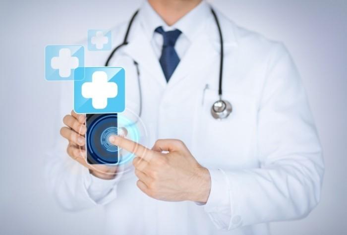 photodune 5113032 700x474 Доктор со смартфоном   Doctor with a smartphone