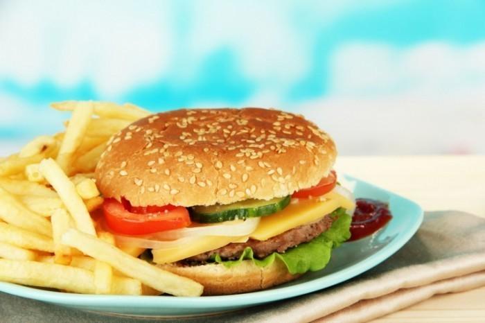 Fotolia50151105SubscriptionXXL20 700x466 Аппетитный гамбургер   Appetizing hamburger