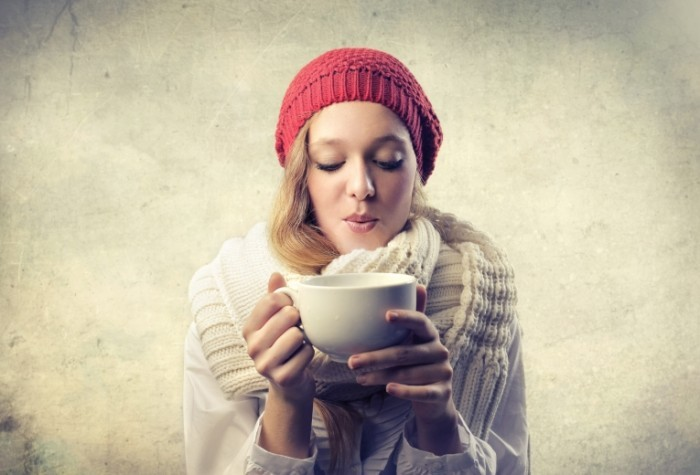 Fotolia 44786440 Subscription Monthly XXL 700x475 Девушка с чашкой   Girl with a cup