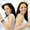 Две веселые девушки - Two cheerful girls