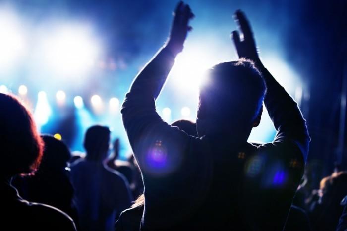 photodune 1672973 700x466 Люди на концерте   People on music concert